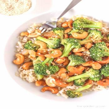 Broccoli Cashew Rühren-Braten - New Ideas        Broccoli Cashew Stir-Fry        Brokkoli-Cashew-P