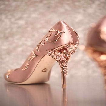 Limited Collection Heel Height: Super High (8cm-up) Outsole Material: Rubber Upper Material: Silk S
